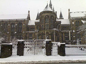 300px-Glasgow_university_with_sno