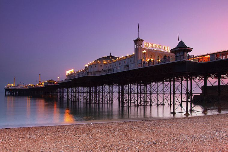 800px-Brighton_Pier_at_dusk